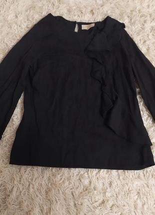 Базова чорна блуза з воланом віскоза