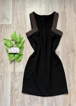 Чёрное платье с золотыми вставками