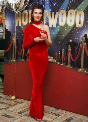 Шыкарное красное платье в пол, с одним рукавом и чекером