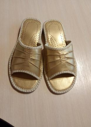 Новые женские кожаные тапочки