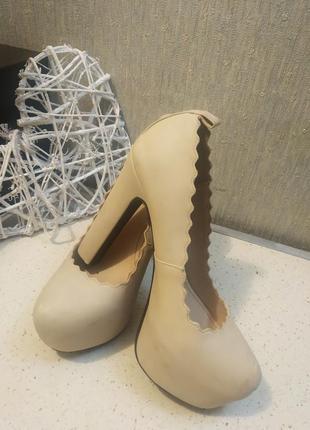 Туфли на высоком каблуке и скрытой платформе  h&m  divided.