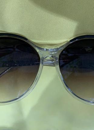 Стильные очки в прозрачной оправе