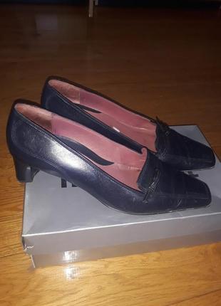 Елегантні туфельки із шкіри