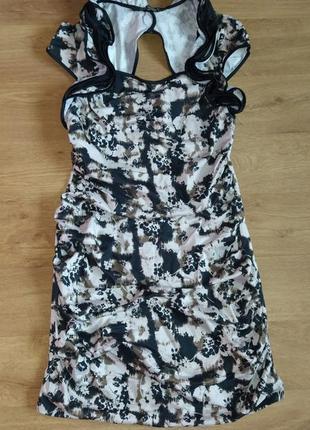 Шикарное платье с вырезом на спинке