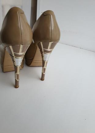 Туфли бежевые stoalos