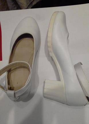 Кожаные туфли на удобном каблуке 39 размер
