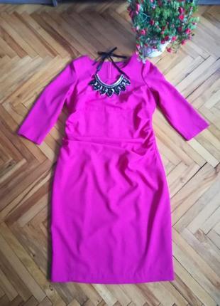 Оригинальное платье цвета фуксии