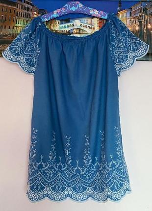 Шикаоное платье с вышивкой