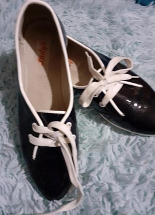 Лаковые брендовые туфли