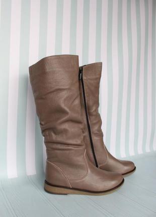 Зимние кожаные сапоги, сапожки 36 размера на низком ходу