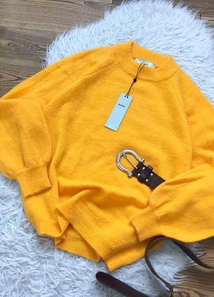 Яскравий об'ємний светрик, новий