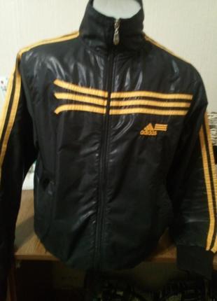 Спортивная курточка , ветровка ,фирмы adidas