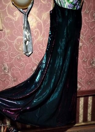 Шикарное платье в пол из парчи