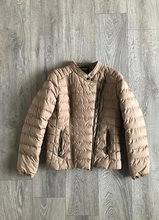 Отличная курточка, воротник стойка