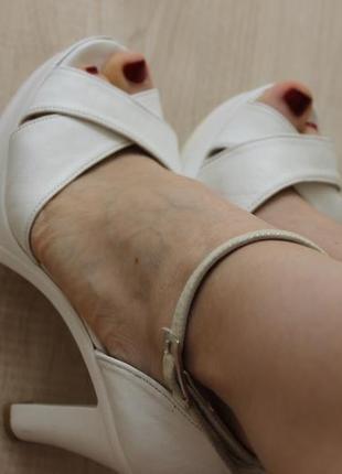 Босоножки кожа
