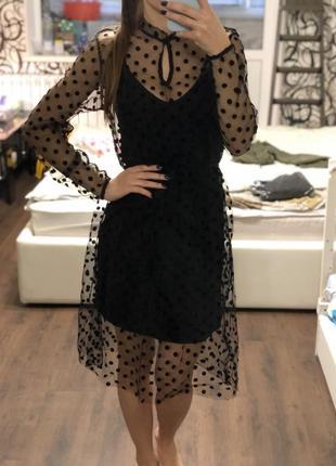 Чёрное платье с сеткой в горошек