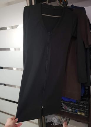 Черное платье на молнии