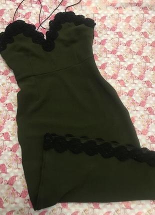 Шикарное платье миди по фигуре с кружевом