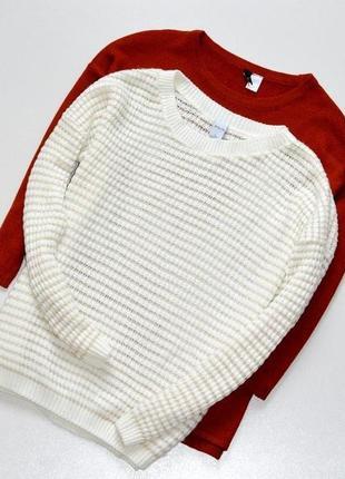Классный свитер молочного цвета с золотистой нитью