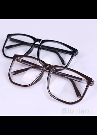 Прозрачные имиджевые классические очки в чёрной оправе