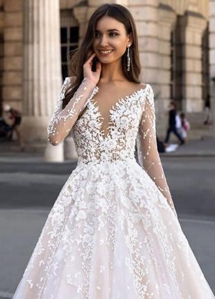 Дизайнерська весільна сукня від оксани мухи.