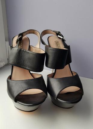 Кожаные туфли на шпильке*