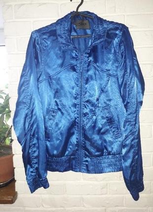 Ярко  синяя атласная куртка