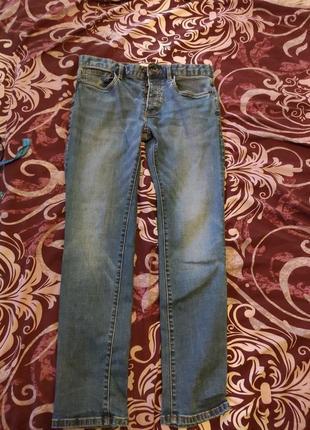 Зауженные мужские джинсы на пуговицах