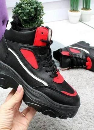 Зимние кроссовки черные с красным