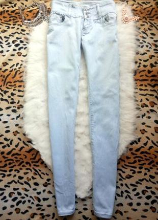 Светлые голубые плотные джинсы прямые стрейч