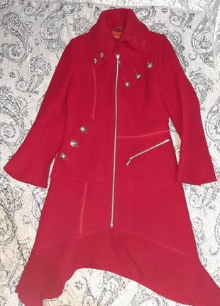 Демисезонне жіноче пальто червоного кольору