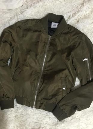Демисезонная куртка хаки
