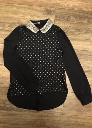 Блуза с воротничком в паетки