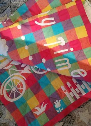 Плотное одеяльце для малыша в кроватку.