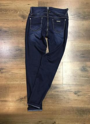 Шикарные джинсы с молнией сзади