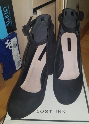 Туфлі замшеві.