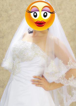 Шикарное свадебное платье с вышивкой ручной работы