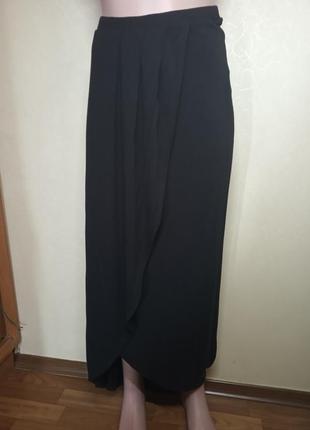 Черная длинная юбка с эффектом запаха трикотаж