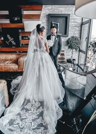 Шикарное свадебное платье, не венчанное.