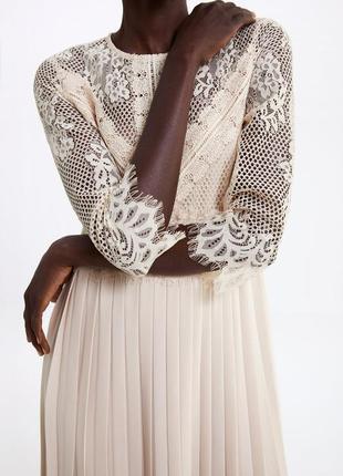 Zara шикарное кружевное комбинированное платье с плиссировкой