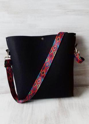 Оригинальная сумка из чёрного войлока с внутренним карманом