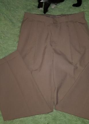Нюдовые бежевые брюки штаны с защипами