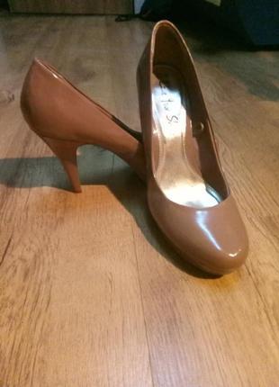 Туфли лаковые лодочки на высоком каблуке