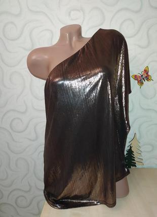 Шикарная блуза футболка на одно плечо с металлическими напылением
