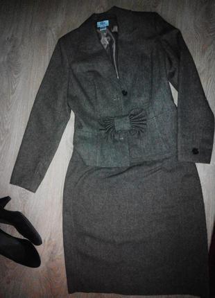 Строгий юпочный костюм