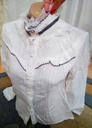 Нарядная стильная блуза с кружевом и стойка воротник, размер s