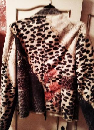 Куртка  в принт цветы в стразах