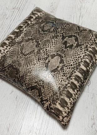 Декоративная подушка серый питон