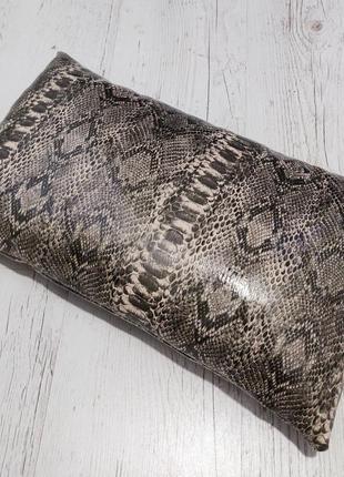 Подушка с чехлом под серую змею