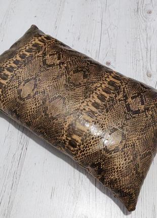 Подушка с чехлом под змею